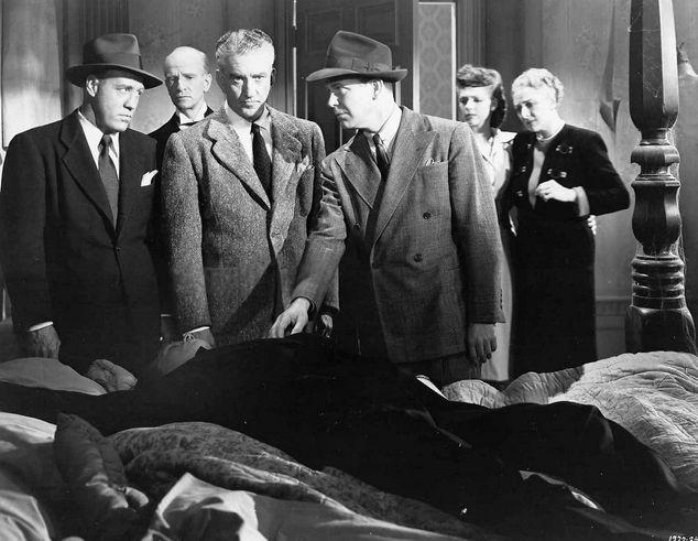 Anne Gwynne, John Litel, Regis Toomey, Nella Walker, and Ian Wolfe in Murder in the Blue Room (1944)