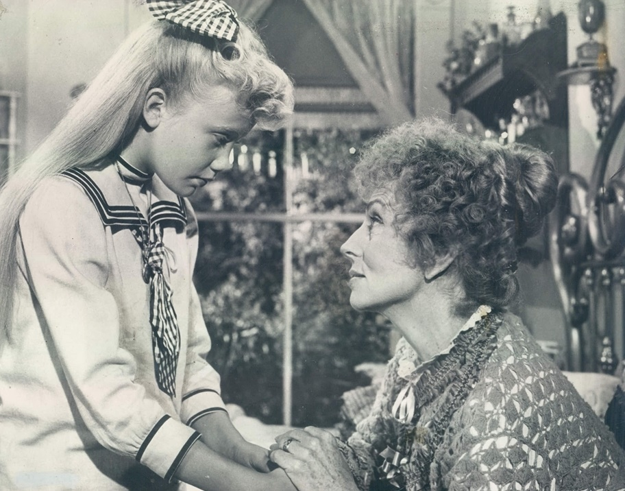 Hayley Mills and Agnes Moorehead in Pollyanna (1960)