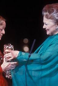 Bette Davis and Olivia de Havilland in La nuit des Césars (1976)