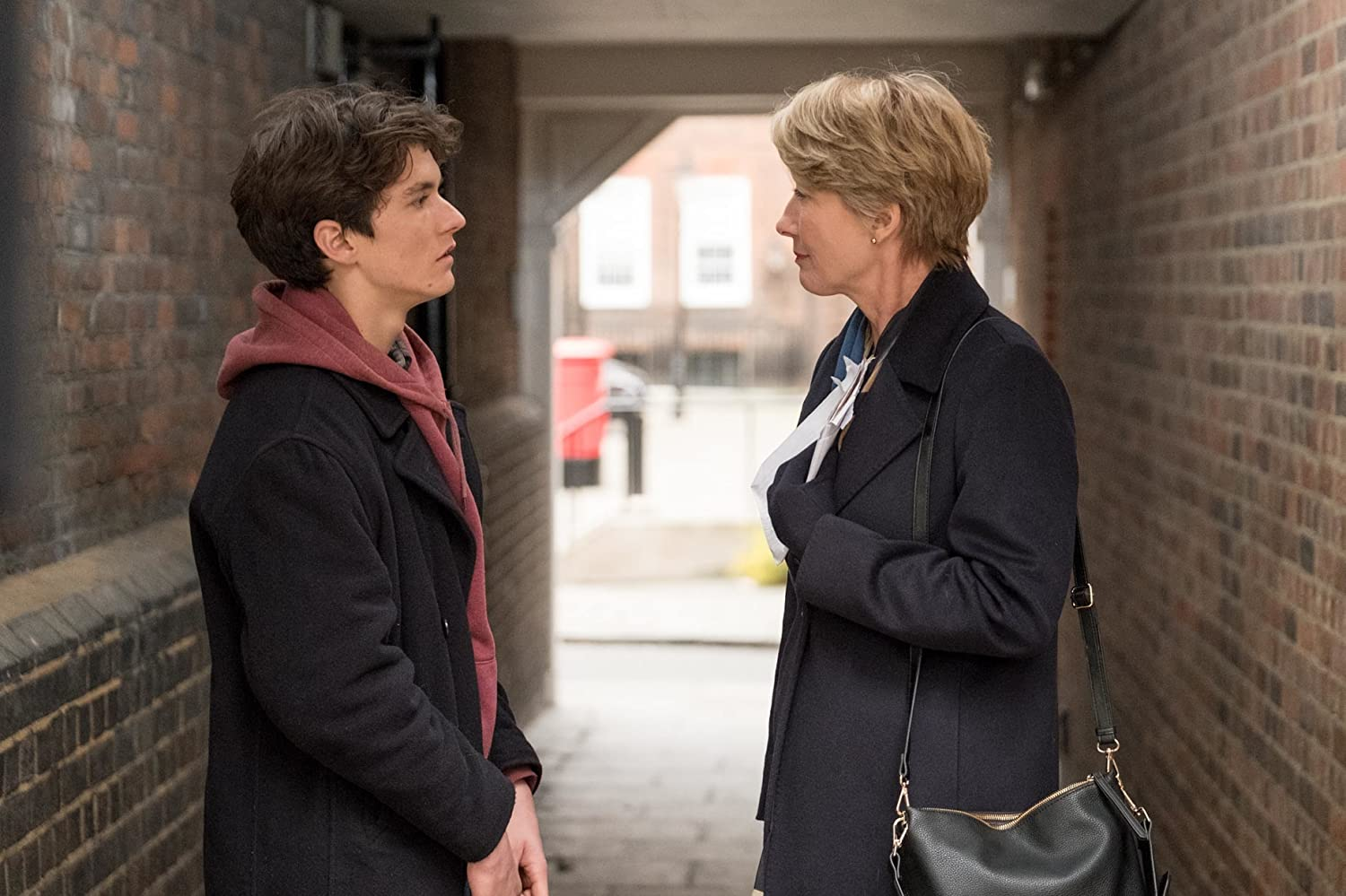 Emma Thompson and Fionn Whitehead in The Children Act (2017)