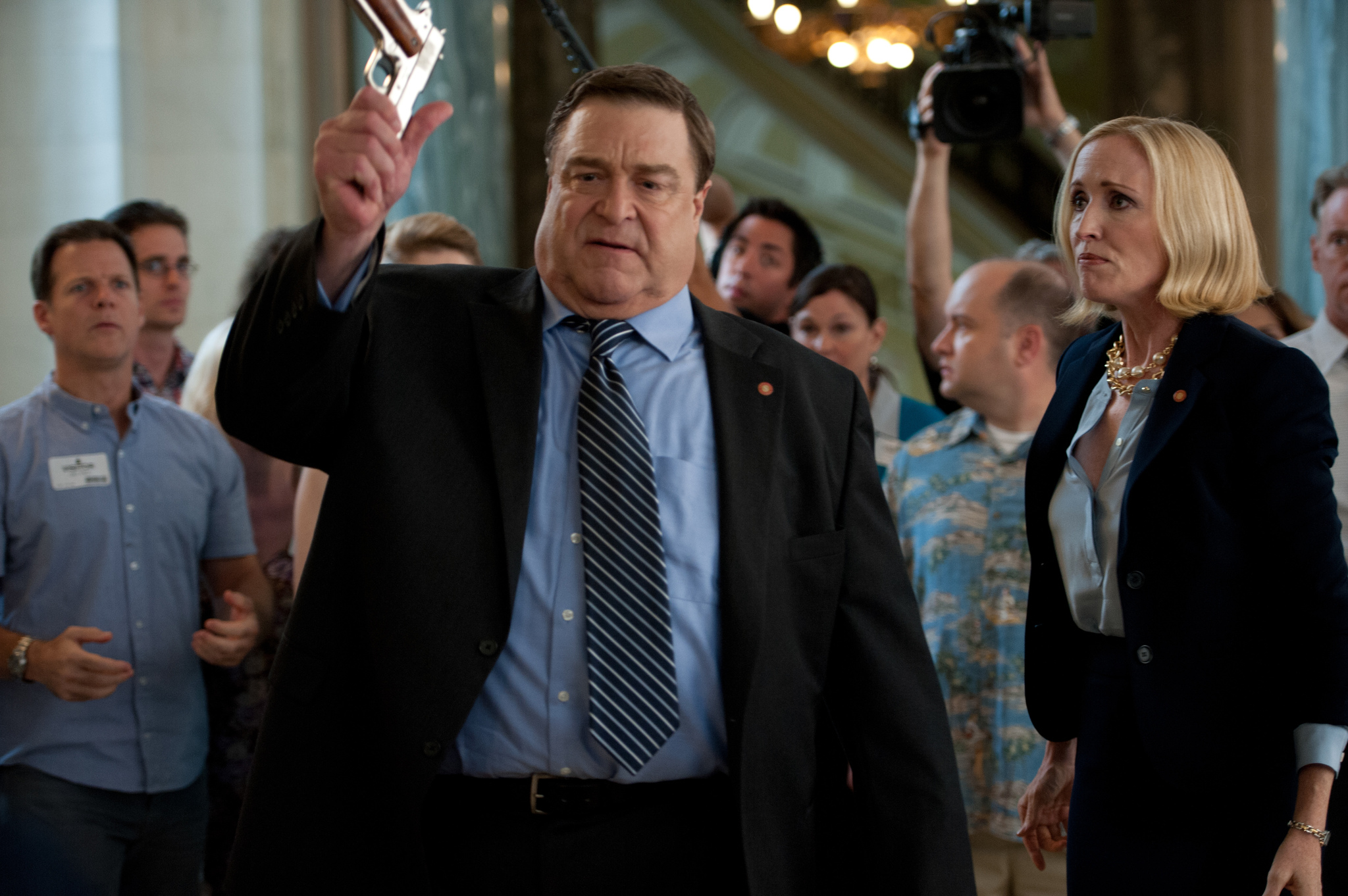 John Goodman and Janel Moloney in Alpha House (2013)