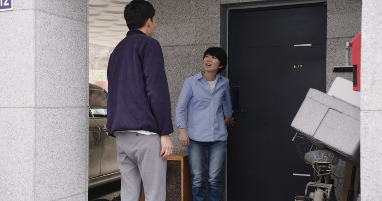 Suk-ho Shin and Eun-mi Lee in Domangchin yeoja (2020)