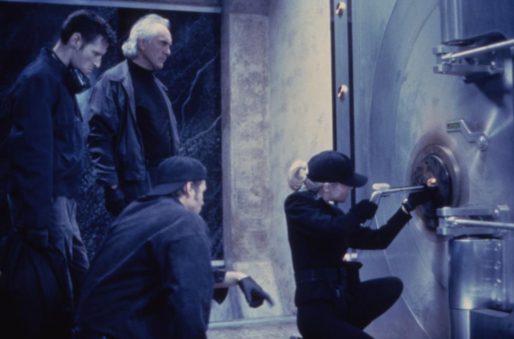 Ultima lovitură - The Real McCoy (1993) Online Subtitrat in Romana