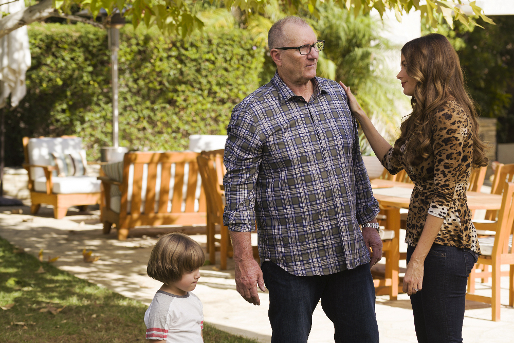 Do it yourself 2017 sofa vergara ed oneill and jeremy maguire in modern family 2009 solutioingenieria Gallery
