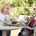 Anne Hathaway and Rebel Wilson in The Hustle (2019)