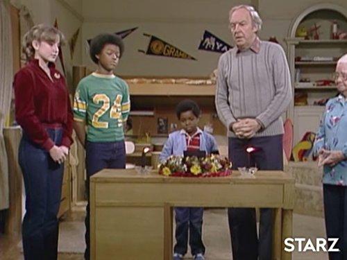 Todd Bridges, Conrad Bain, Gary Coleman, Dana Plato, and Nedra Volz in Diff'rent Strokes (1978)