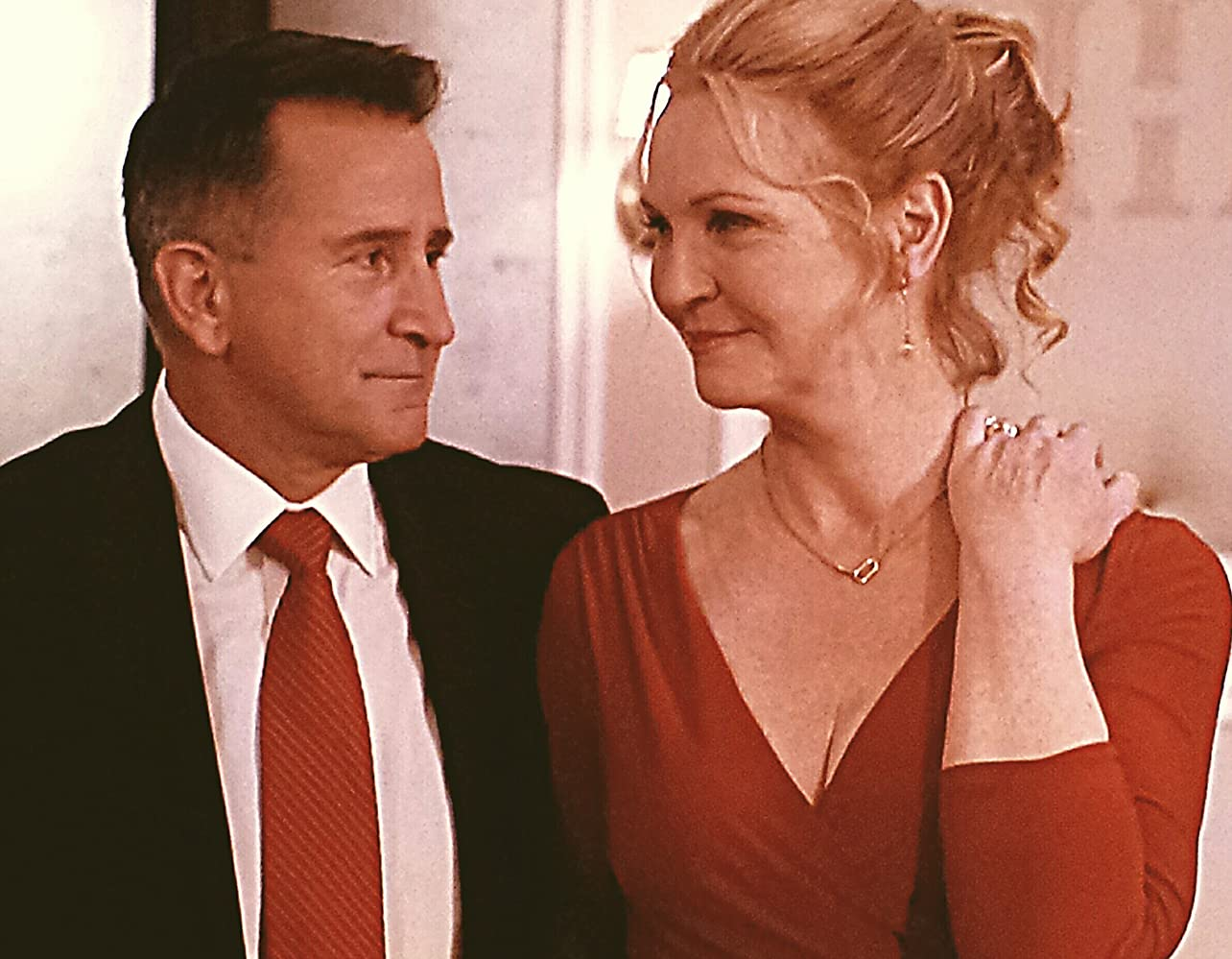 Joan Allen and Anthony LaPaglia in A Good Marriage (2014)