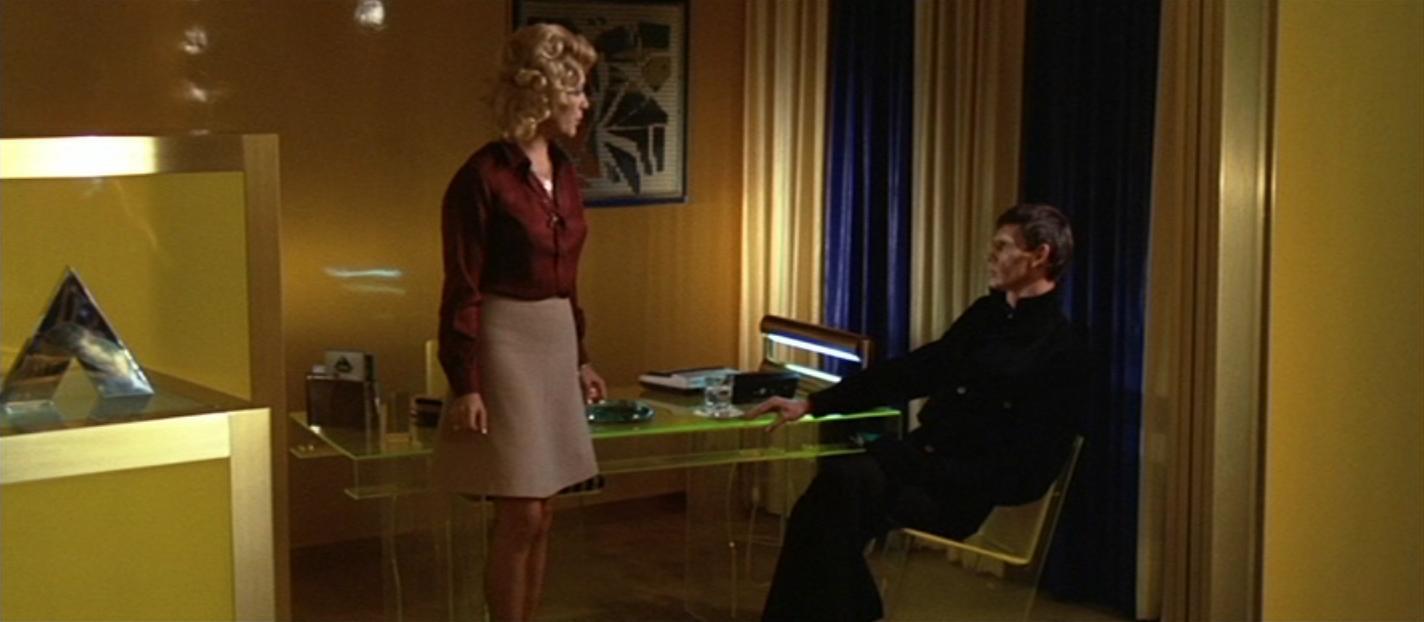Antoine Saint-John and Tere Velázquez in L'assassino è costretto ad uccidere ancora (1975)