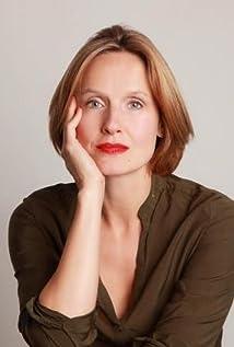 Claire Cox Picture