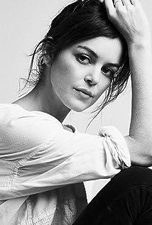 Nora Zehetner Picture