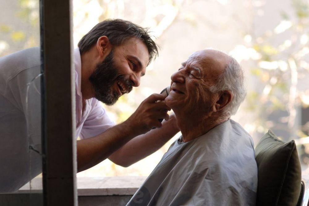 Payman Maadi and Ali-Asghar Shahbazi in Jodaeiye Nader az Simin (2011)
