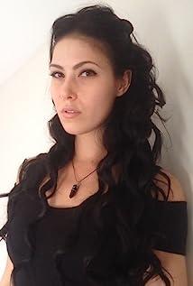 Nicole Dickinson Picture