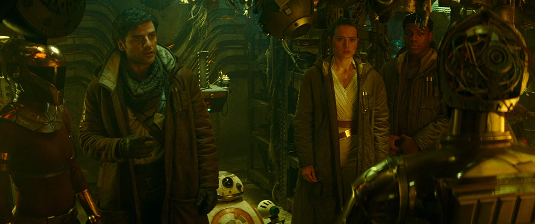 Anthony Daniels, Oscar Isaac, John Boyega, and Daisy Ridley in Star Wars: Episode IX - The Rise of Skywalker (2019)