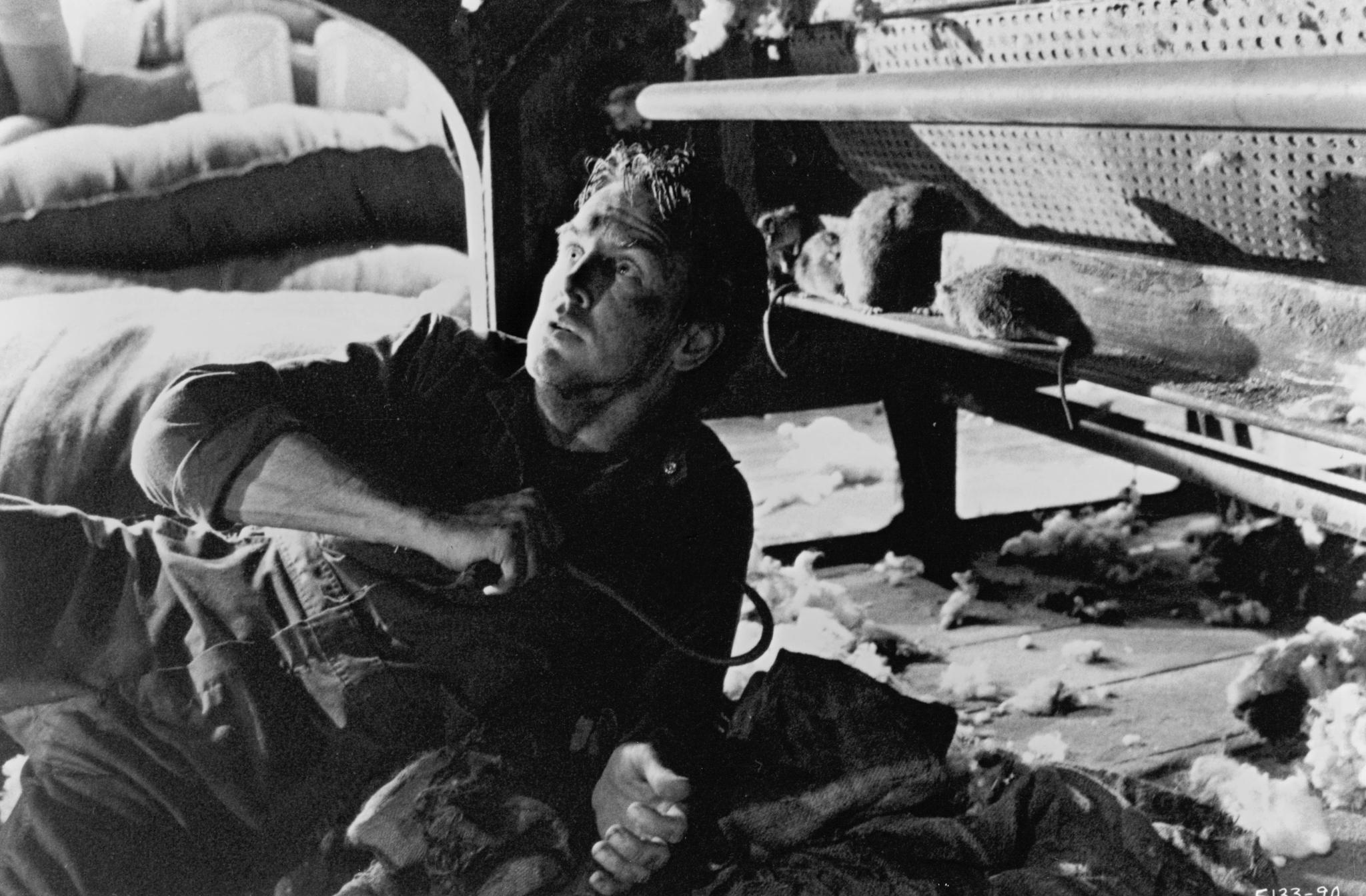 David Andrews in Graveyard Shift (1990)