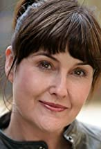 Elizabeth Carling's primary photo