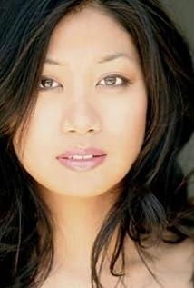 Liza Lapira Picture