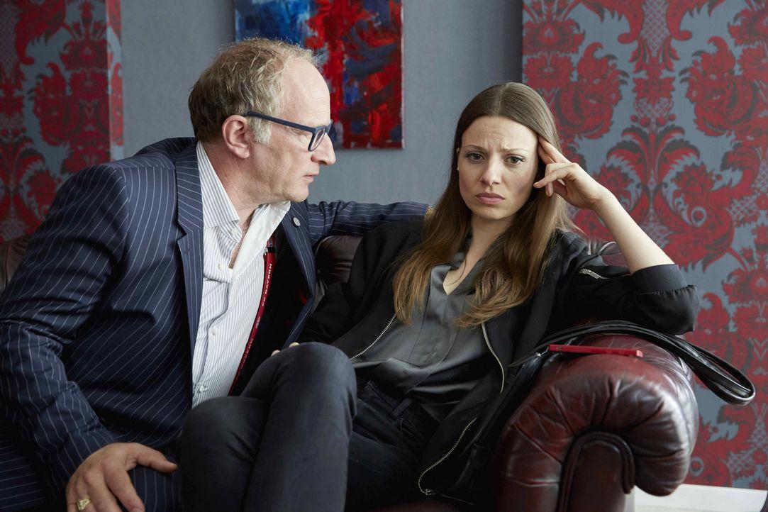 Julia Hartmann and Stefan Merki in Volltreffer (2016)