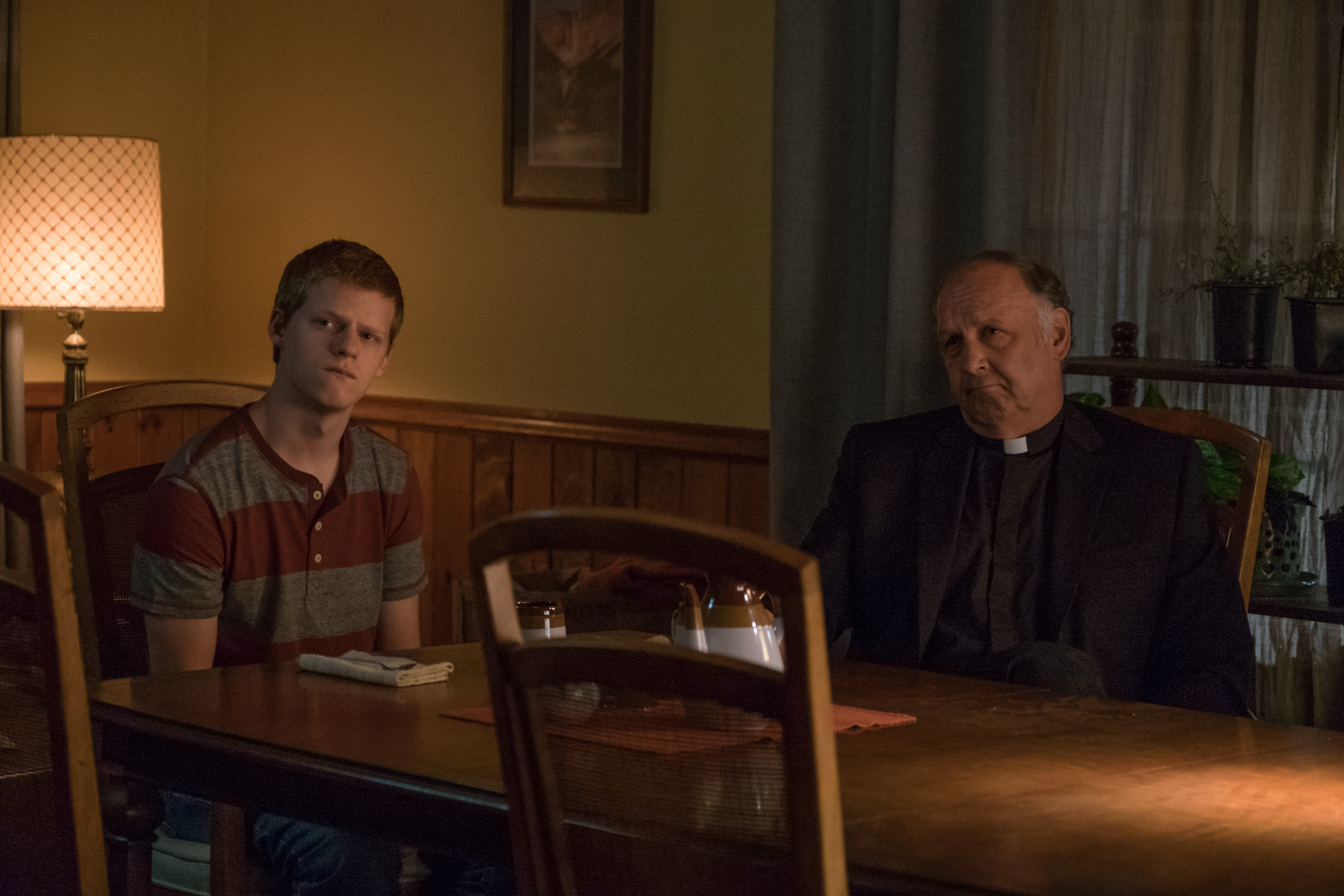Nick Searcy and Lucas Hedges in Three Billboards Outside Ebbing, Missouri (2017)