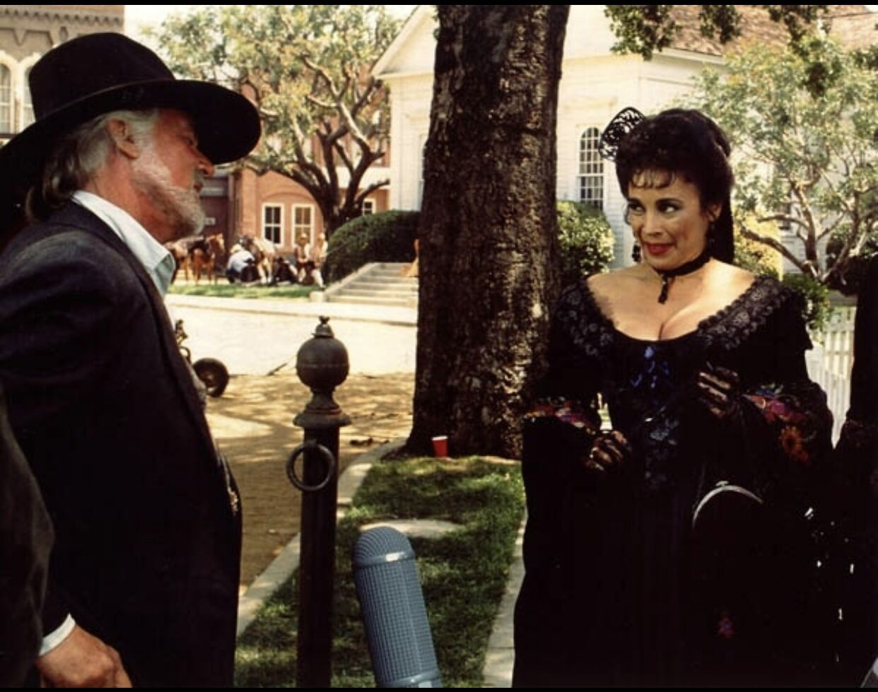 Alma Martinez and Kenny Rogers in The Gambler Returns: The Luck of the Draw (1991)