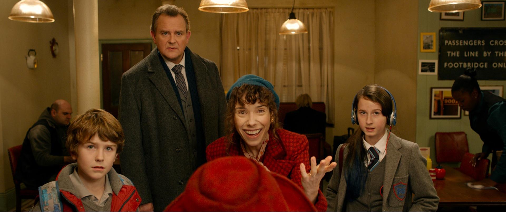 Hugh Bonneville, Sally Hawkins, Madeleine Harris, and Samuel Joslin in Paddington (2014)