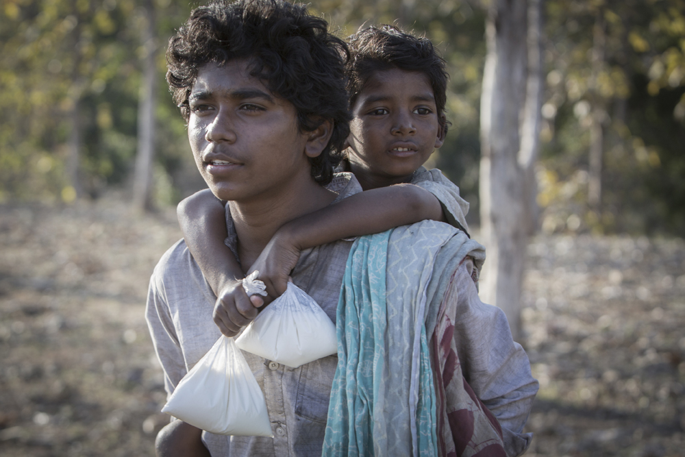 Sunny Pawar and Abhishek Bharate in Lion (2016)
