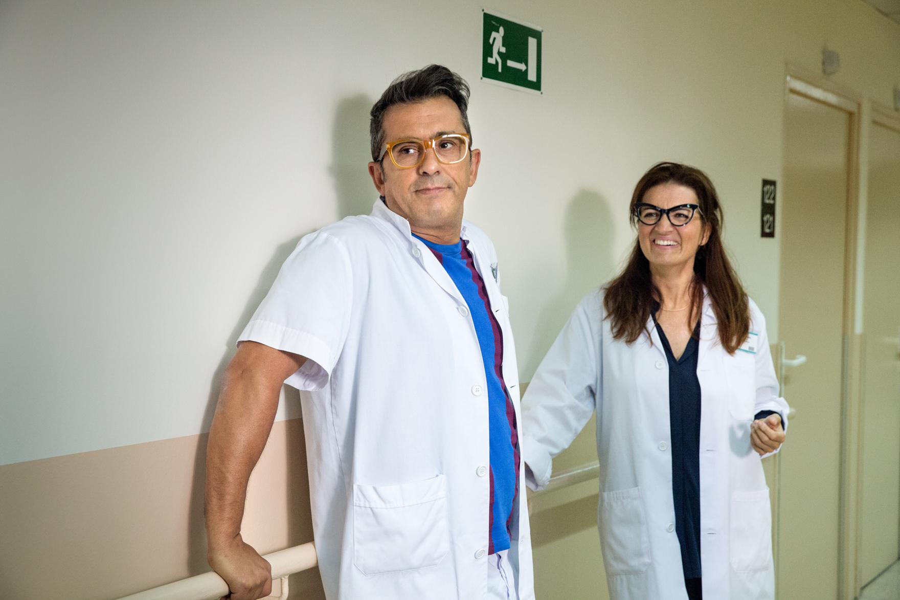 Andreu Buenafuente and Sílvia Abril in Un corazón roto no es como un jarrón roto o un florero (2016)