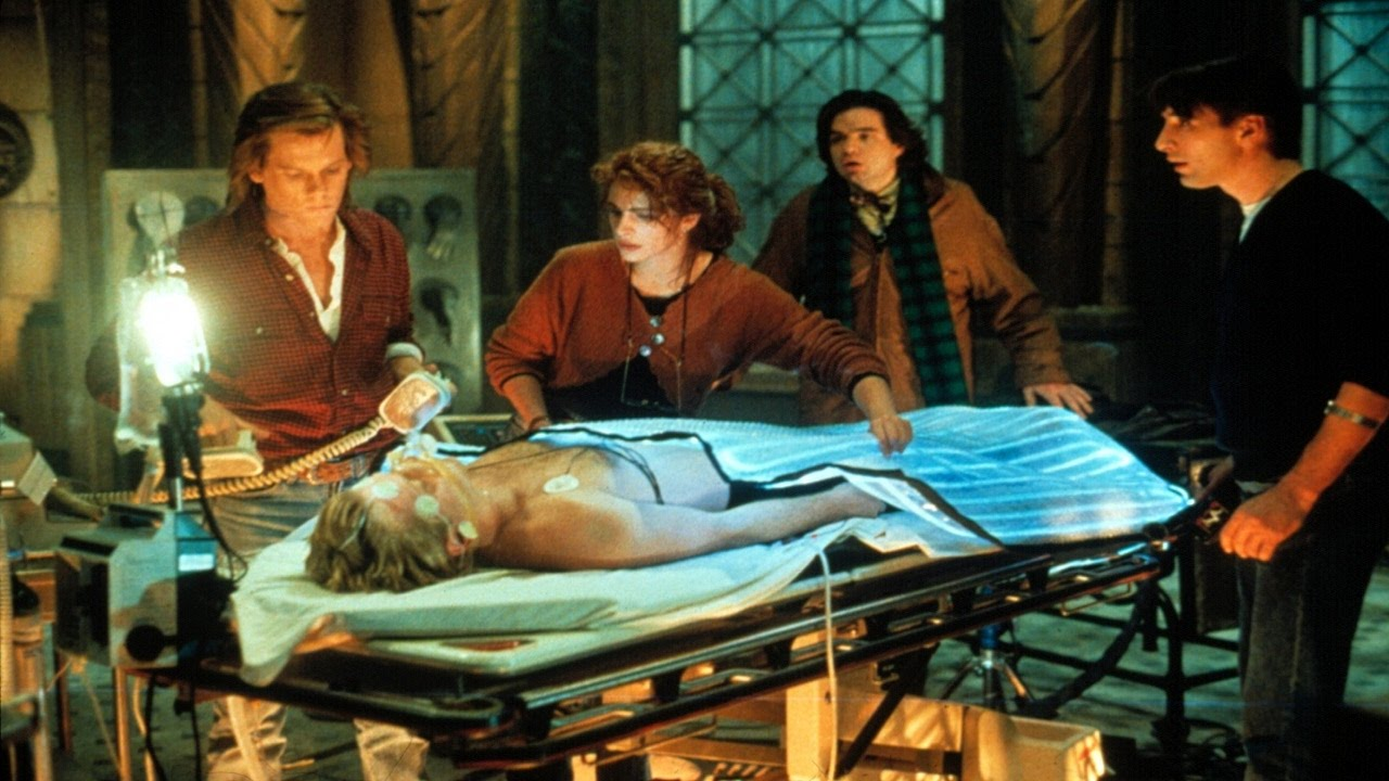Kevin Bacon, Julia Roberts, William Baldwin, Kiefer Sutherland, and Oliver Platt in Flatliners (1990)