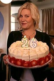 Elisha Cuthbert in Happy Endings (2011)