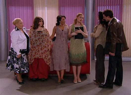 Maria Mashkova, Raisa Ryazanova, Ilya Lyubimov, Yulia Kuvarzina, Anna Dimova, and Yuliya Takshina in Ne rodis krasivoy (2005)