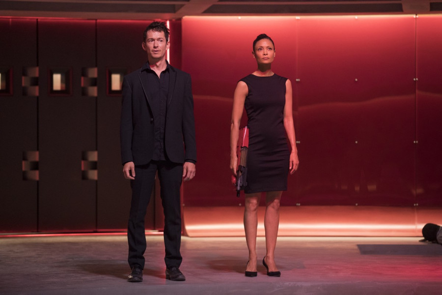 Thandie Newton and Simon Quarterman in Westworld (2016)