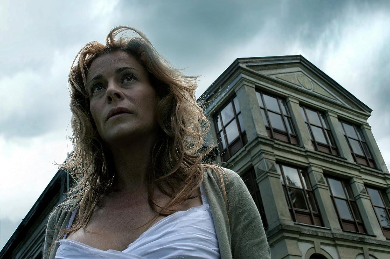 Belén Rueda in El orfanato (2007)