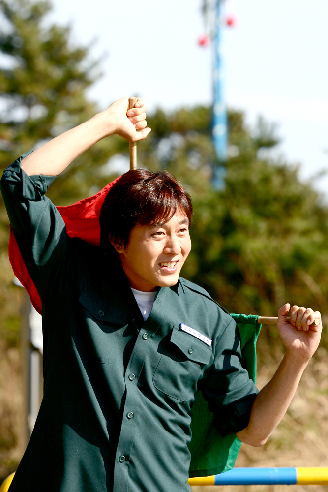 Eodiseonga nugungae museunili saengkimyeon teulrimeobshi natananda Hong Ban-jang (2004)