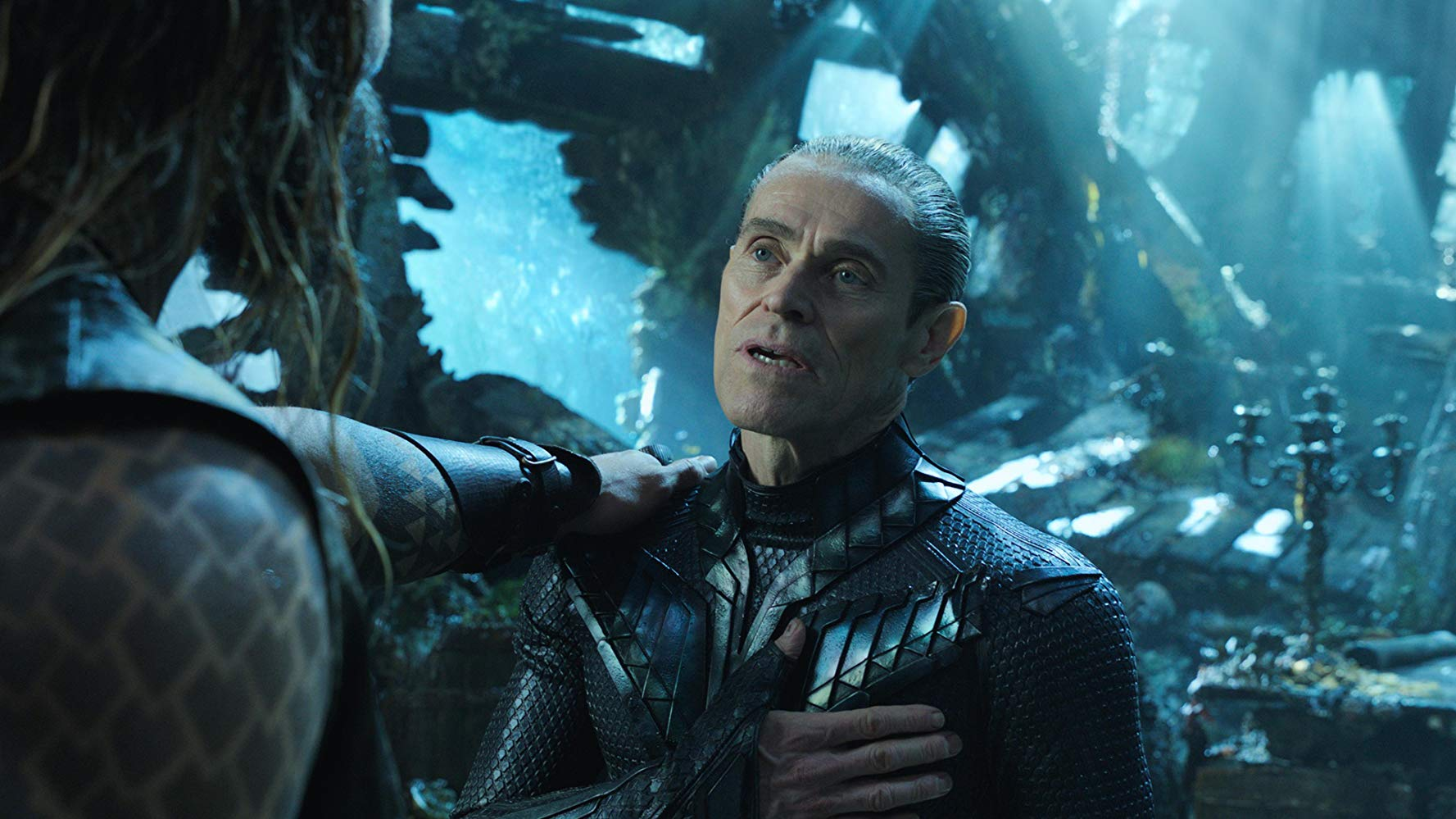 Willem Dafoe dan Jason Momoa dalam Aquaman (2018)