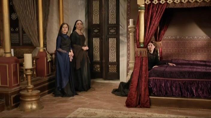 Sema Kecik, Selma Ergeç, and Selen Öztürk in Muhtesem Yüzyil (2011)