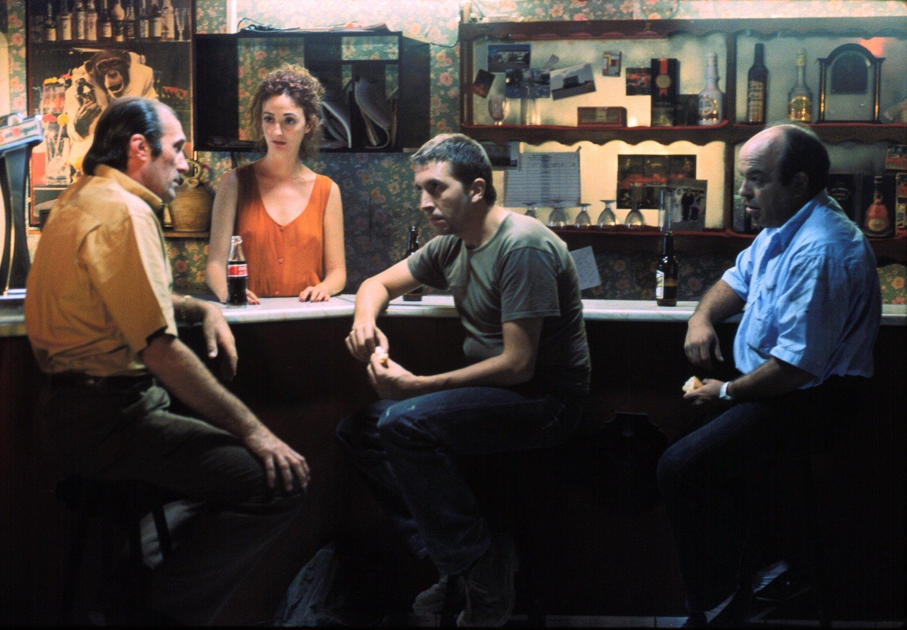 Felipe García Vélez, Vicente Gil, and Inma Ochoa in Nos hacemos falta (Tilt) (2001)
