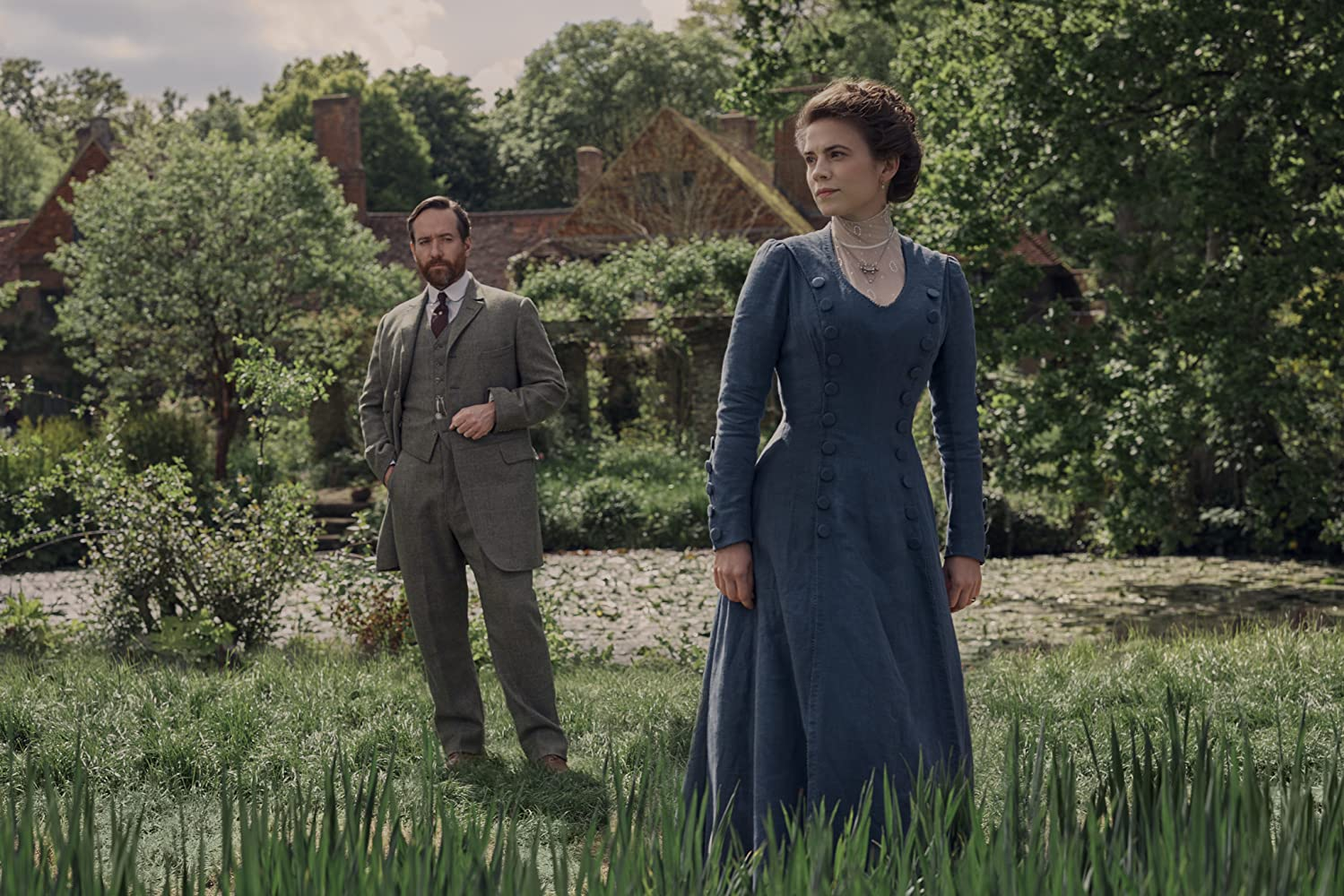 Matthew Macfadyen and Hayley Atwell in Howards End (2017)