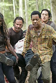 Chad L. Coleman, Andrew Lincoln, Danai Gurira, Tyler James Williams, and Steven Yeun in The Walking Dead (2010)