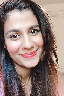 Shreya Dhanwanthary Picture