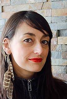 Anne Nikitin Picture