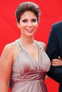 Mona Zaki Picture