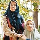 Roya Taymourian and Katayoun Riahi in Shabe 10 (2002)