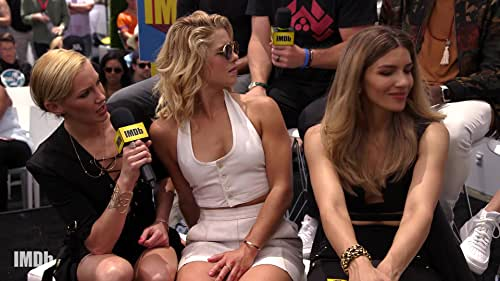 """""""Arrow"""" Cast Share Stories From the Set"""