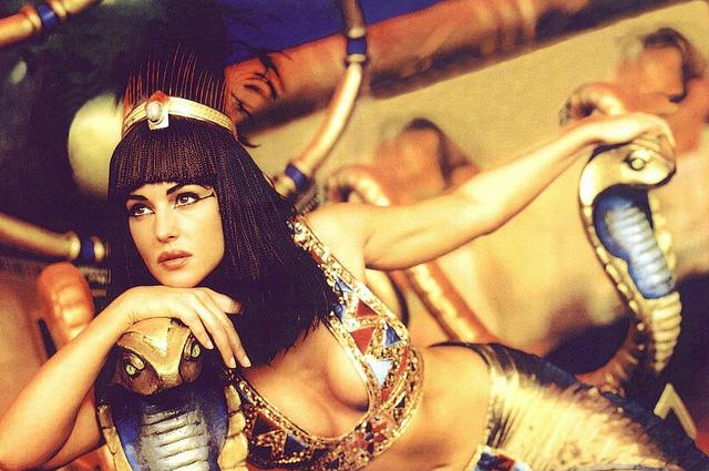 """Resultado de imagen para Mónica Bellucci en """"Astérix & Obélix: Misión Cleopatra"""