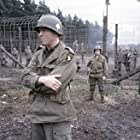 Nigel Hoyle and Damian Lewis in Band of Brothers (2001)