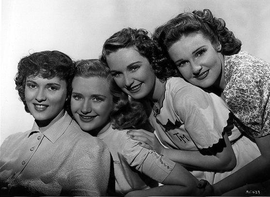 Lola Lane, Priscilla Lane, Rosemary Lane, and Gale Page in Daughters Courageous (1939)