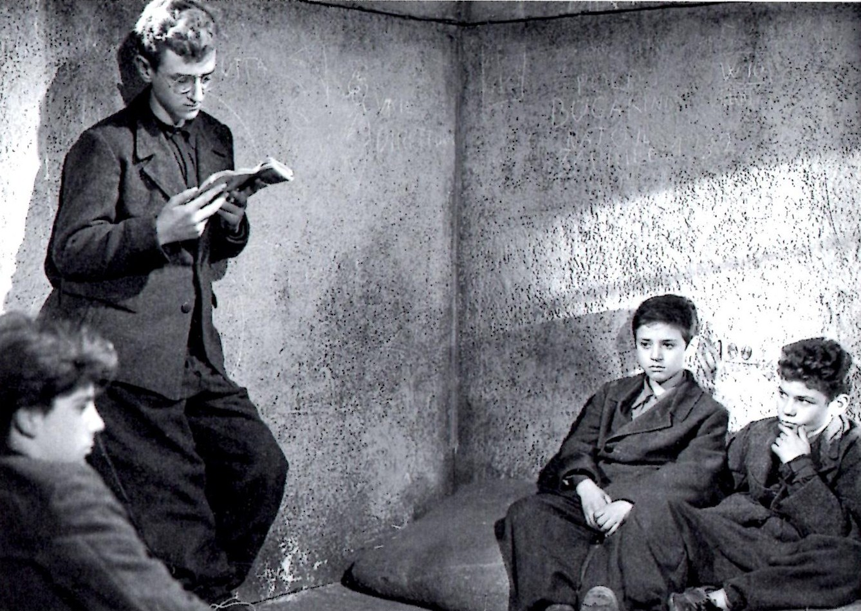 Franco Interlenghi and Rinaldo Smordoni in Sciuscià (1946)