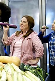 Donna Lynne Champlin and Shamicka Benn in Crazy Ex-Girlfriend (2015)