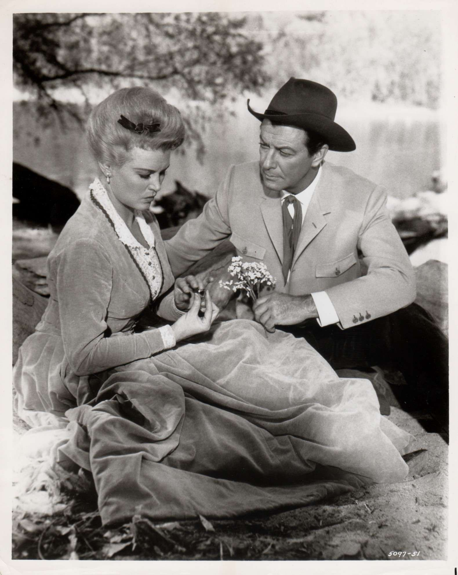Robert Taylor and Joan Caulfield in Cattle King (1963)