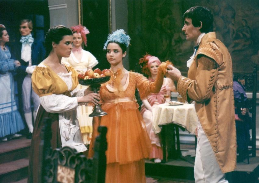 Mahulena Bocanová, Jan Censký, and Miroslava Plestilová in O nejchytrejsí princezne (1987)