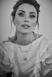 Arielle Vandenberg Picture